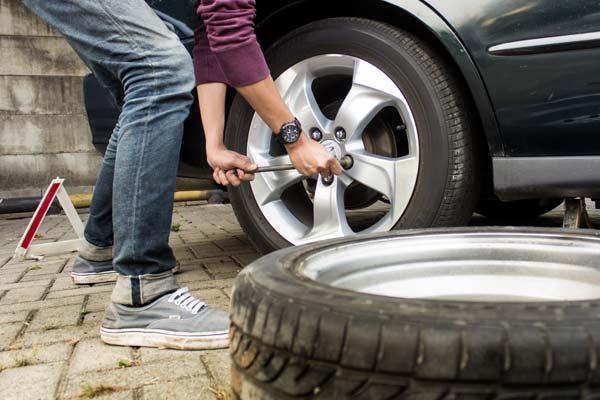 vá lốp xe ôtô lưu động